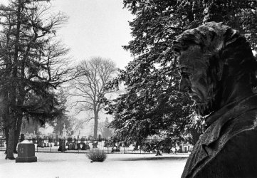 Gettysburg in light snow with bust of Abraham Lincoln