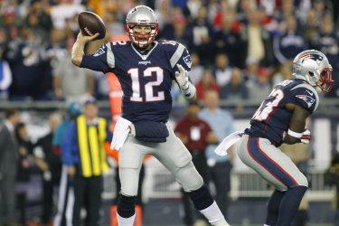 Patriots Brady passes against Dolphins