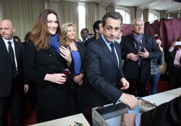 Incumbent President Sarkozy votes in Paris