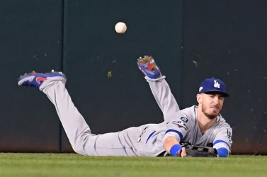 Dodgers' Cody Bellinger unable to field fly during NLDS Game 4