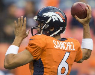 Broncos QB Sanchez warms up in Denver