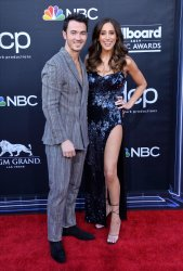 Kevin Jonas and Danielle Jonas attend the 2019 Billboard Music Awards in Las Vegas