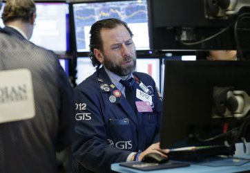 DJIA falls over 1000 points at the NYSE