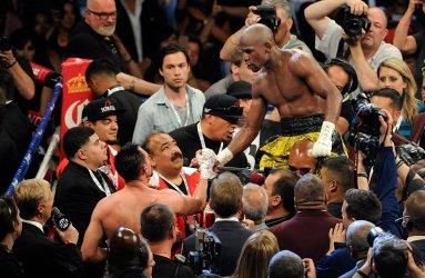 Floyd Mayweather wins WBC Welterweight Title in Las Vegas