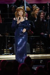 Reba McEntire sings at 2016 Country Music Awards