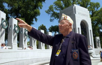 WWII MEMORIAL OPENS TO PUBLIC IN WASHINGTON