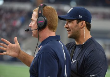 Cowboys Tony Romo and Jason Garrett talk during Patriots game