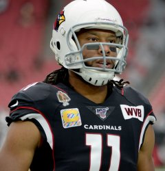 Cardinals'  Fitzgerald wartms up
