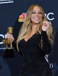 Mariah Carey wind Icon award at the 2019 Billboard Music Awards in Las Vegas