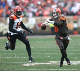 Browns Mayfield makes a throw against Bengals