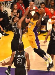 Lakers Julius Randle shoots against  Spurs Tim Duncan