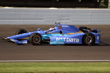 Indy teams search for speed during practice for the 101st Indianapolis 500