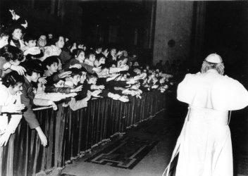 POPE JOHN PAUL II ENTERING ST. PETER'S BASILICA