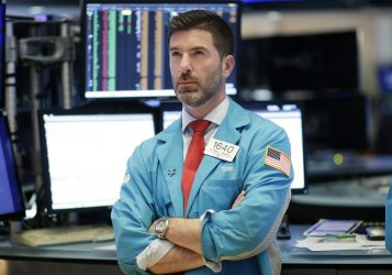 Markets try to recover from DJIA 1000 point drop at the NYSE