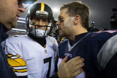 Patriots Brady shakes hands with Steelers Roethlisberger in AFC Championship