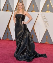 Kate Winslet arrives at the 88th Academy Awards