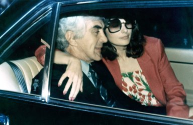 Automaker John Delorean and his wife model Christine Ferrare, as DeLorean is released from jail on a $10 M bail