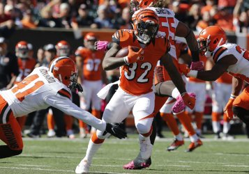 Bengals Jeremy Hill breaks free  from Browns Tracy Howard