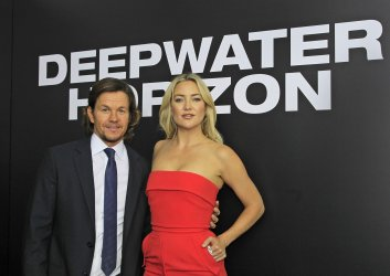 """Mark Wahlberg and Kate Hudson attends the """"Deepwater Horizon"""" premiere in New Orleans"""