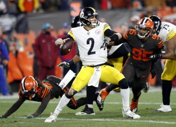 Steelers Rudolph passes against Browns