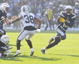 Chargers Keenan Allen recovers a fumble and runs it in for a touchdown in Carson, California