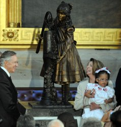 Helen Keller statue unveiled at U.S. Capitol