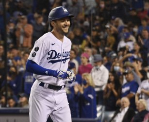 Dodgers Beat Arizona and Clinch Their Ninth Consecutive Playoff Berth