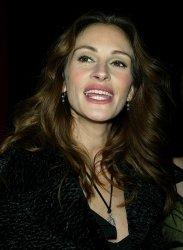 "PREMIERE OF ""MONA LISA SMILE"""