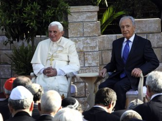 Pope Benedict XVI visits Israeli President Shimon Peres at his residence in Jerusalem