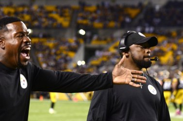 Steelers Head Coach Mike Tomlin and Joey Porter Reacts to Penalty
