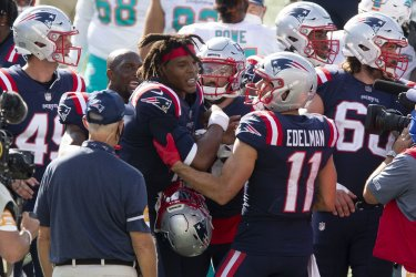 Patriots Newton argues with Dolphins