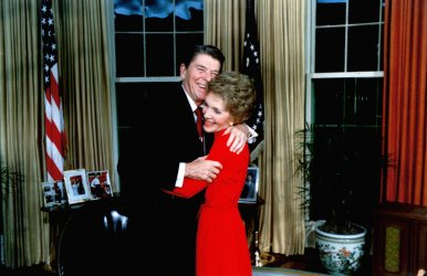 Former President Reagan undergoes hip surgery