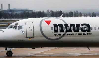 Northwest Airlines airplane at Reagan National Airport