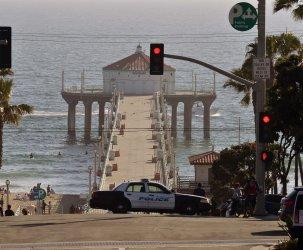 Manhattan Beaach Opens Its Beaches on Weekends in California