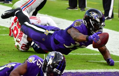 Baltimore Ravens defeat New York Giants 27-13 in Baltimore