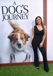 Abby Anderson attends 'A Dog's Journey' premiere in LA
