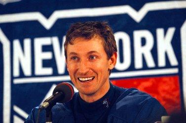 Wayne Gretzky retires from hockey
