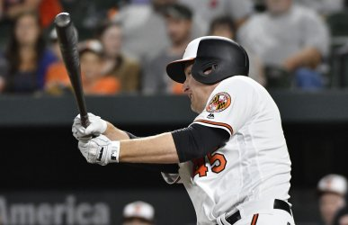 Orioles' Mark Trumbo hits game-winning RBI over Pirates in 10th inning