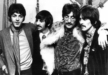 George Harrison dies of cancer