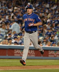 Mets' Jay Bruce hits solo home run against Dodgers in Los Angeles