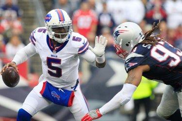 Bills Taylor dodges sack by Patriots