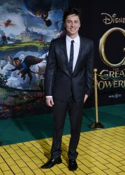 "Zach Braff attends ""Oz The Great and Powerful"" premiere in Los Angeles"