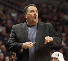 Magic coach Van Gundy shouts against the Bulls in Chicago