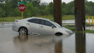 Heavy rain and flooding hits Houston as Harvey rolls through