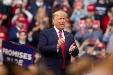 Donald Trump holds election rally in New Hampshire