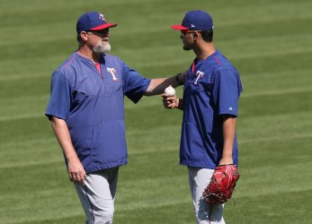 Rangers Brocail talks with Darvish prior to game against Indians