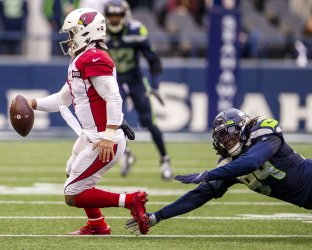 Cardinals beat the Seahawks  27-13 in Seattle.