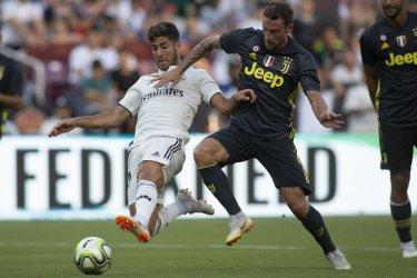 Real Madrid midfielder Marco Asensio scores