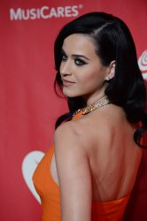 Katy Perry arrives at 2013 MusiCares Person of the Year gala in Los Angeles