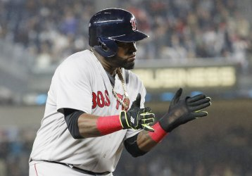 Red Sox David Ortiz claps his hands on 3rd base